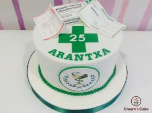 tarta aniversario decorada para farmaceutica