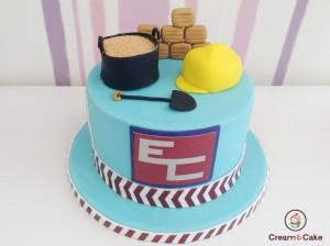 tarta aniversario cumpleaños decorada con figuras en fondan