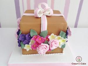 tarta aniversario cumpleaños sorpresa decorada figuras fondan