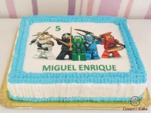 tarta tracional de bizcocho decorada ninjago