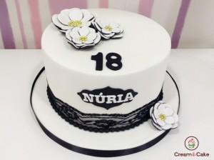 tarta decorada aniversario fondan flores