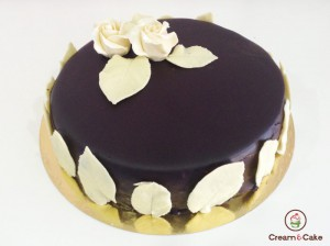 tarta tradicional decorada chocolate flores, etc